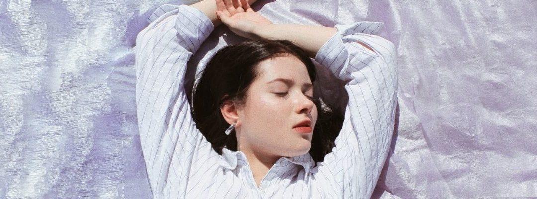 Yoga pour Dormir : 5 Postures vous aidant à trouver le sommeil.